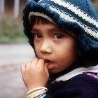 Ein kleines, betretenes Mädchen, bei Dite Dime im Siang-Tal, Arunachal Pradesh