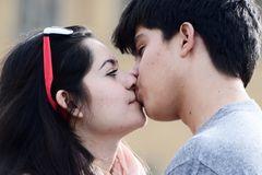ein kuss am tag muss sein