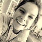 Ein Lächeln ist schöner als viel Schminke.