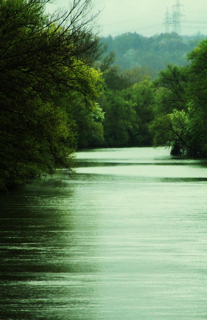 ein langer ruhiger Fluss