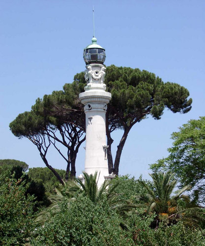 ein Leuchtturm mitten in der Stadt