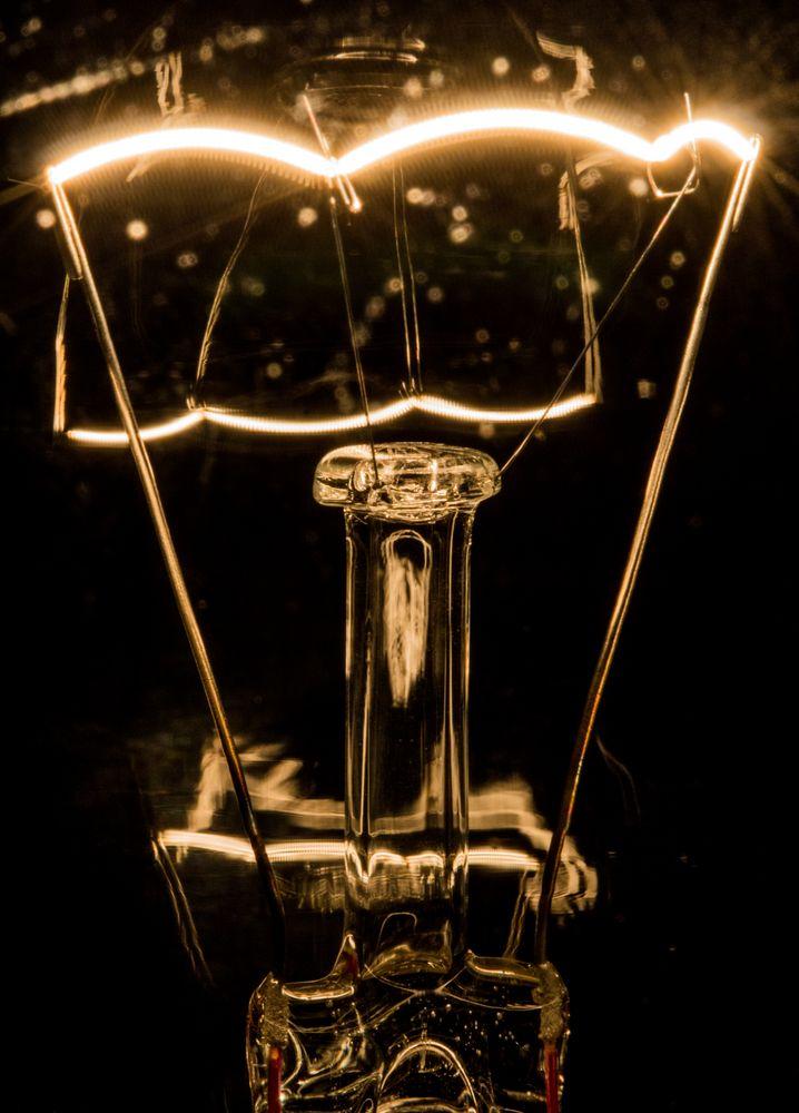 Ein Licht geht auf - Edison oder Göbel?