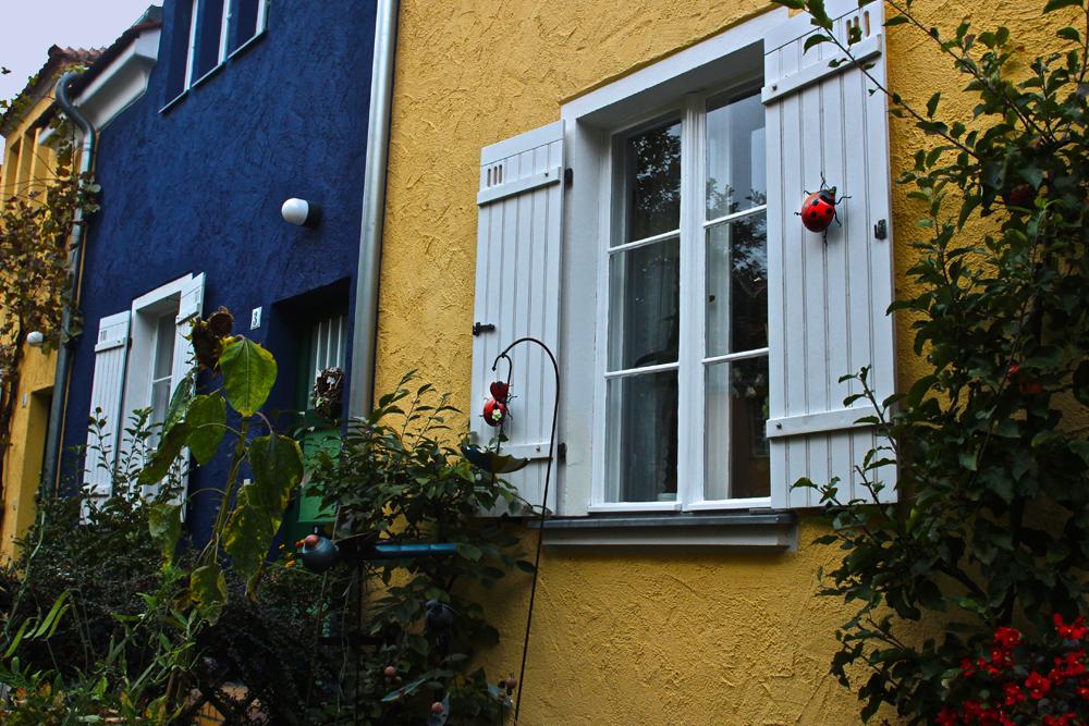 Ein liebevoll geschmückter Fensterladen