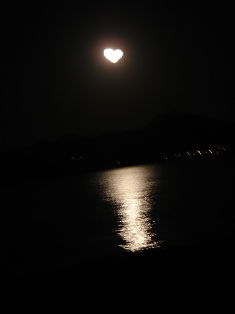 Ein Mond der Verliebten