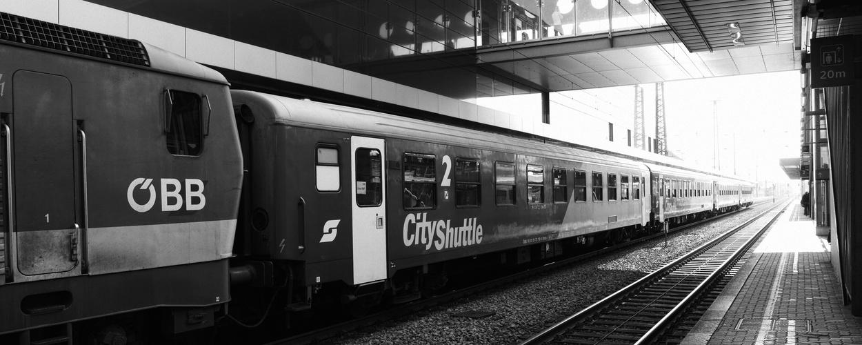 Ein ÖBB CityShuttle in Wels