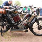 Ein Oldtimer-Motorrad vom unbekannten Hersteller