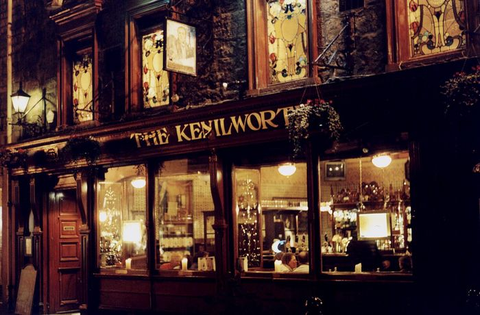 Ein Pub in Edinburgh