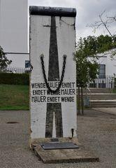 """- ein Reststück der """" Berliner Mauer """""""
