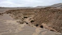 Ein Riss geht durch die Wüste