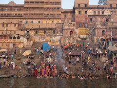 Ein rituelles Bad im Ganges