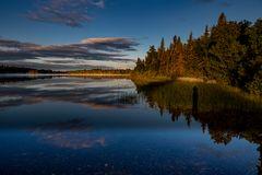 """Ein """"Schattenselfie"""" kurz nach Sonnenaufgang am Stormy Lake in Alaska...."""