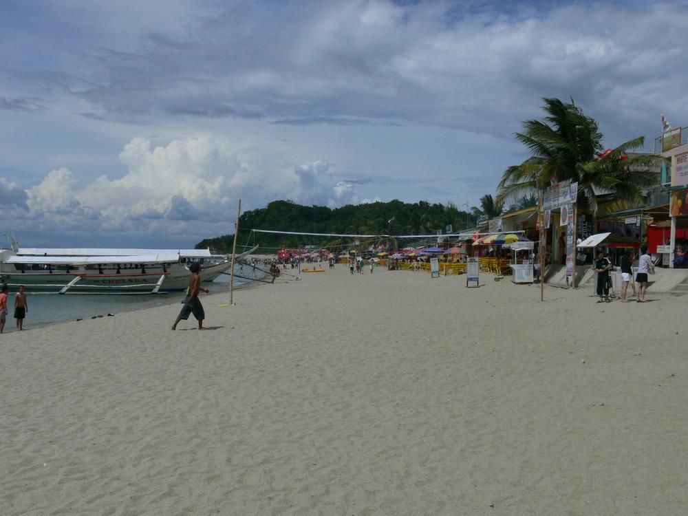 Ein schöner leerer Strand
