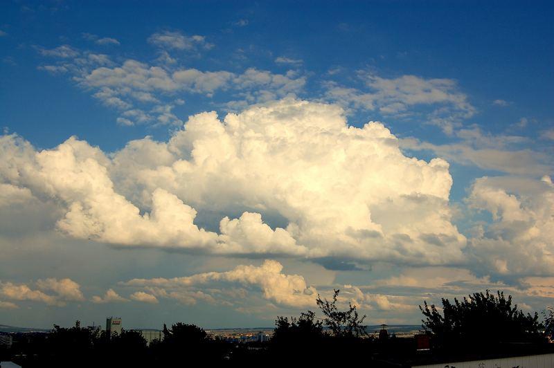 Ein schöner Wolkenhimmel über Erfurt....