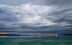 ... ein See, ein Boot, eine Boje ...