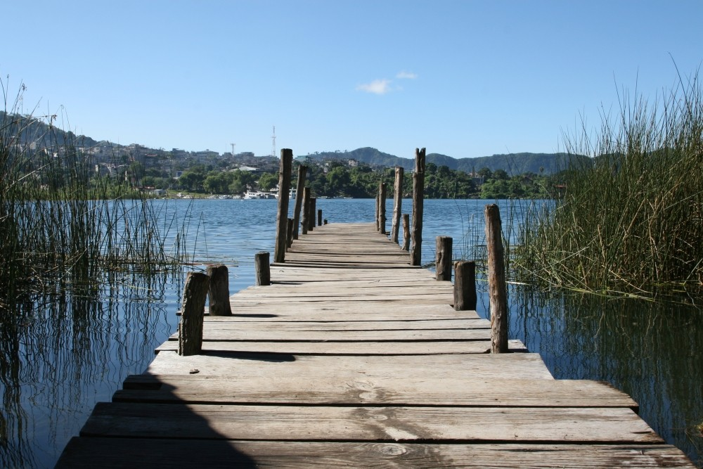 Ein Steg - am schönsten See der Welt - sagen Literaten