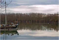 Ein stiller Tag am Fluss