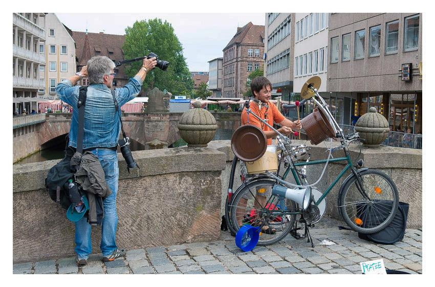 Ein Straßenmusikant und der Fotograf