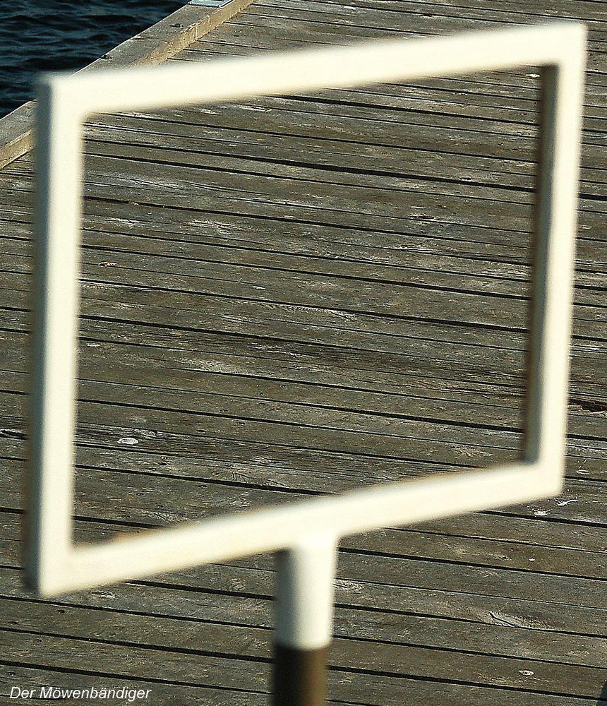 Ein Stück alter Holzsteg