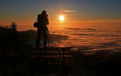 ...ein Tisch, ein Fotograf und das Wolkenmeer .....