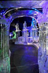 Ein Tor aus Eis - in eine geheimnisvolle Welt aus Eis