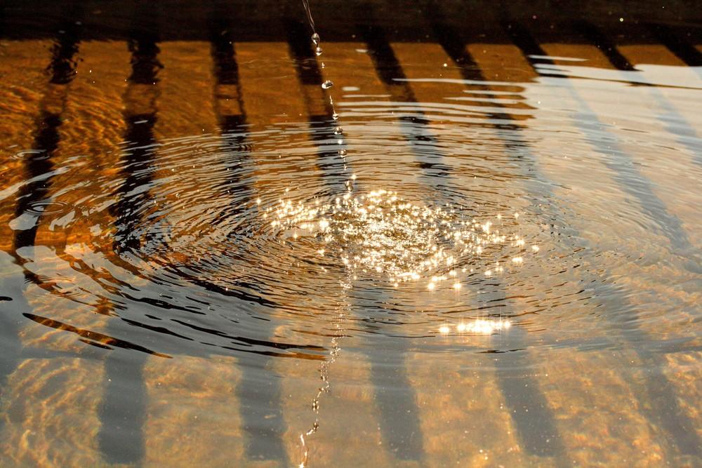 Ein tropfen fällt ins Wasser, diesmal ist es kein Stein.