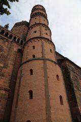 Ein Turm des Wormser Doms