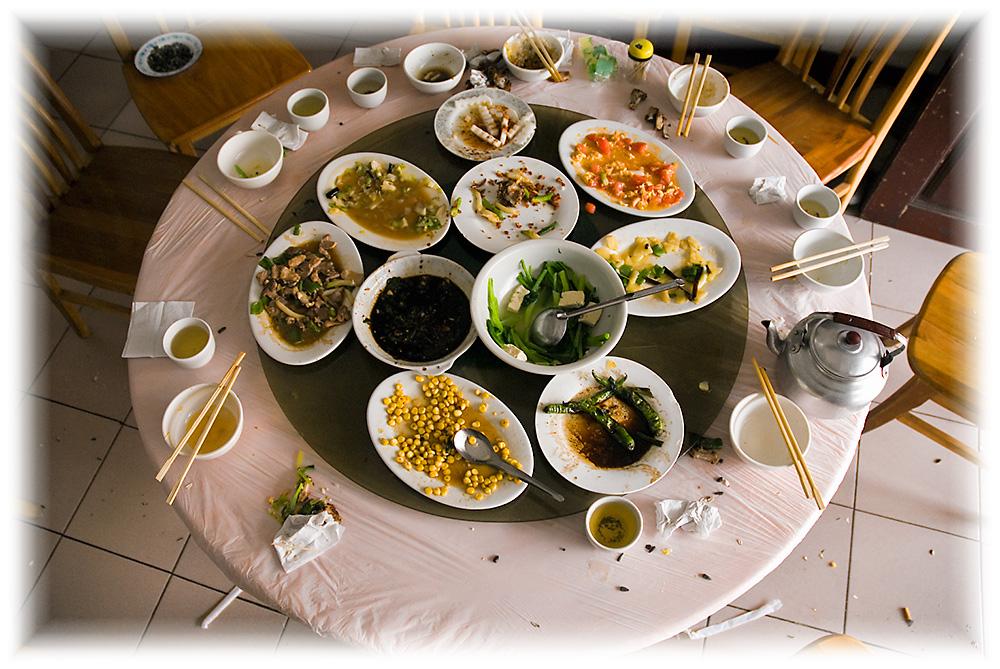 Ein typischer Esstisch im Lokal - Wenn es geschmeckt hat