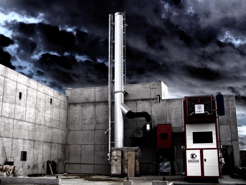 Ein Unwetter zieht über der Baustelle Vorbei.