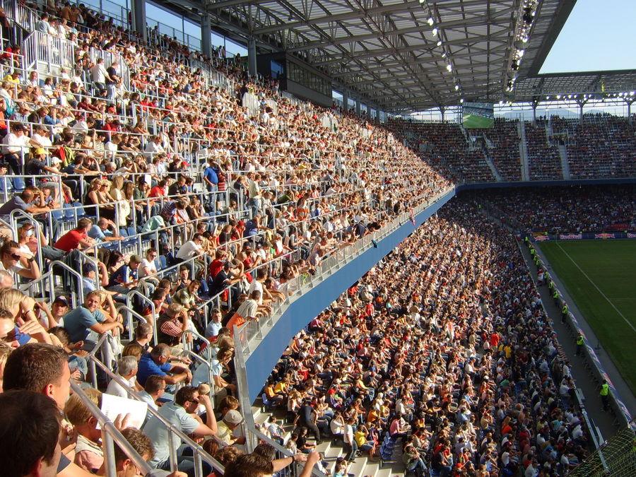 Ein volles Fußballstadion