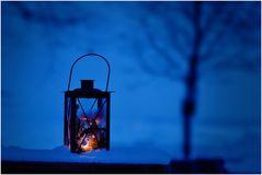 ein warmes Licht in der Kälte des Winters