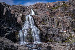 Ein Wasserfall am Rastplatz...