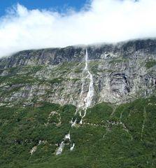 Ein Wasserfall in Norwegen