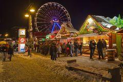 Ein Weihnachtsmarkt mit Eis und Schnee