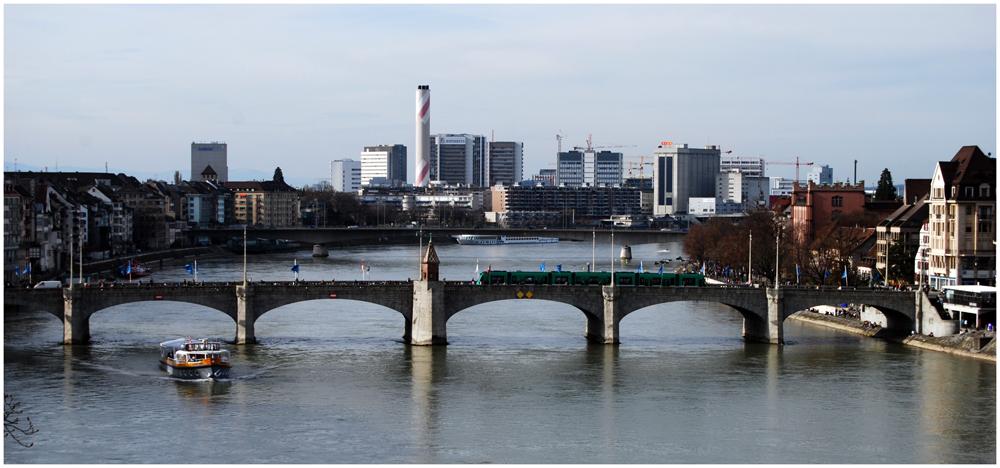 ..ein weiterer Blick zu einer Brücke über den Rhein ( 2 )