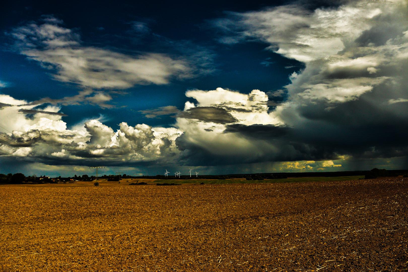 Ein Wolkenband zieht über die Uckermark ...
