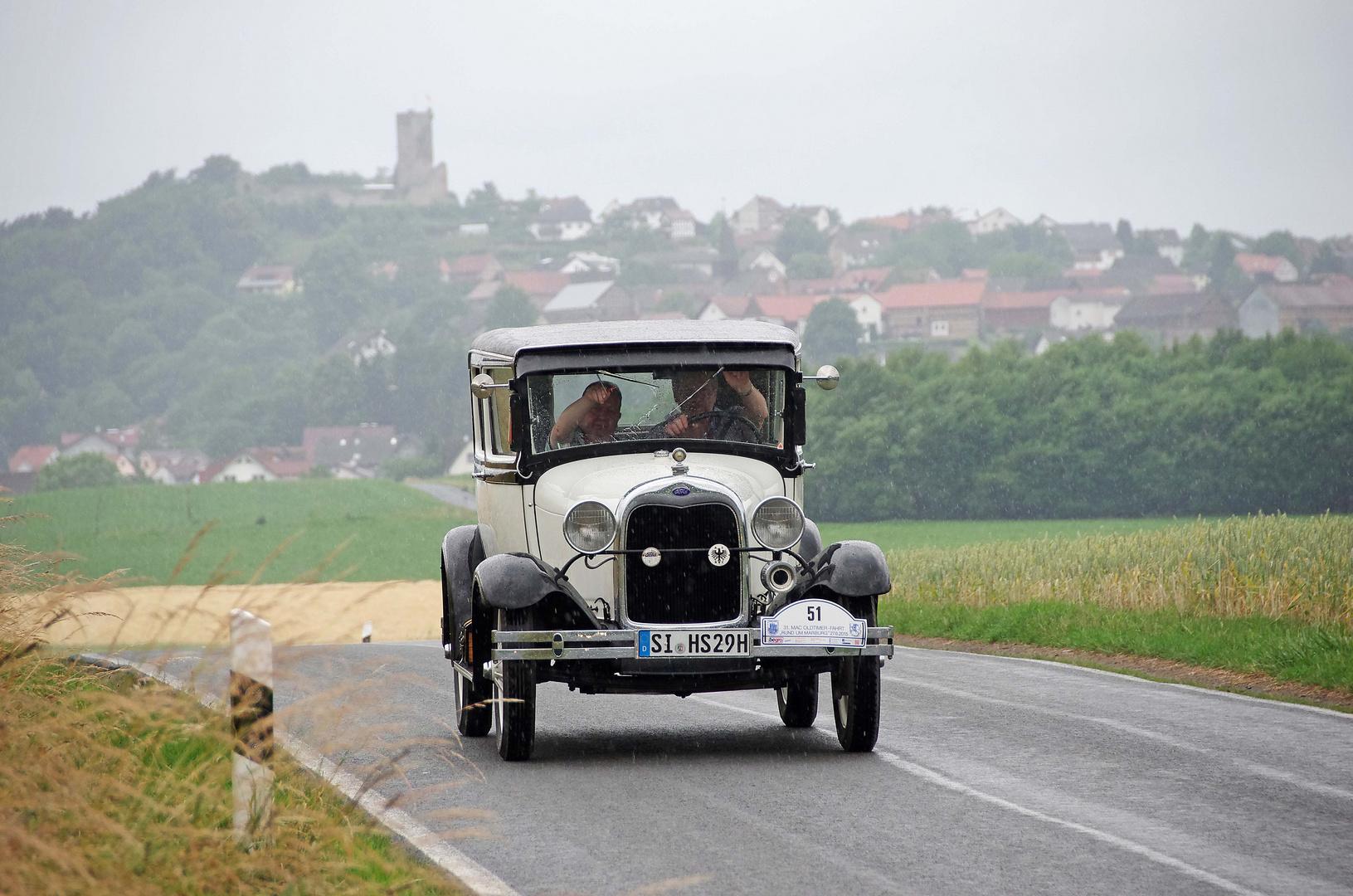 Ein wunderschöner Ford Oldtimer auf Strecke....