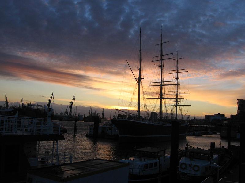 Ein wunderschöner Sonnenuntergang am Hafen!