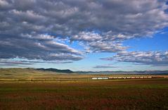 Ein Zug in der Kakasischen Steppe