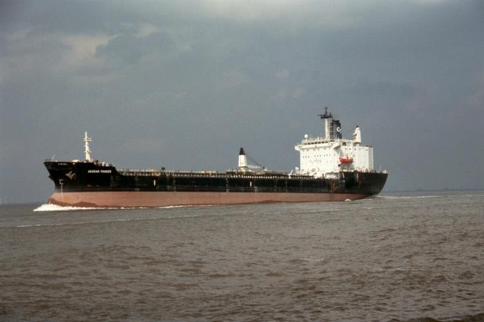 Ein zur Seegehender Tanker