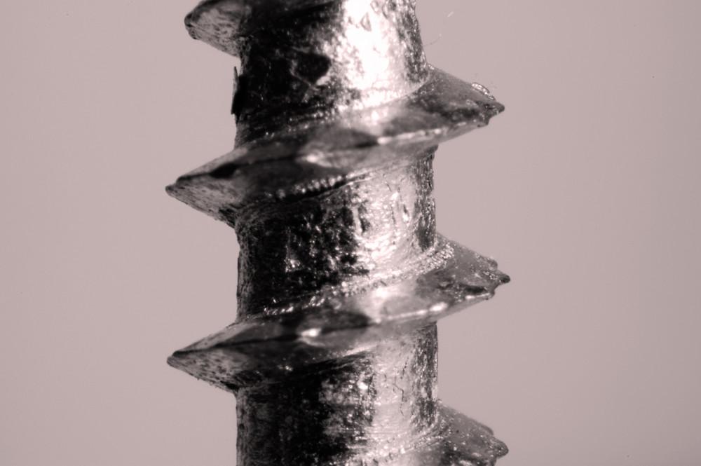 Eine 4mm Schraube