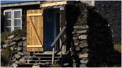 Eine alte Torfhütte der Inuit