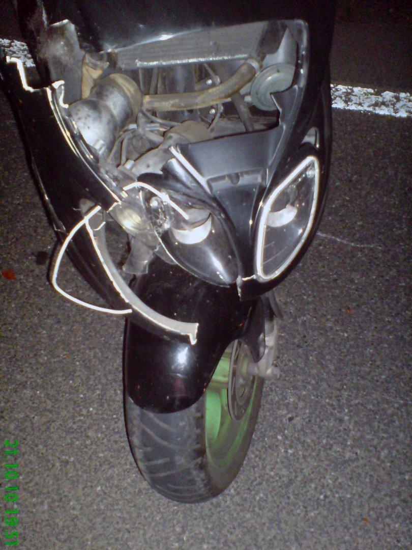 eine andere sicht vom Unfall Roller mit einen Reh