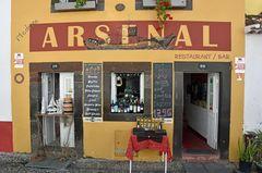 Eine Bar in der Altstadt von Funchal auf Madeira