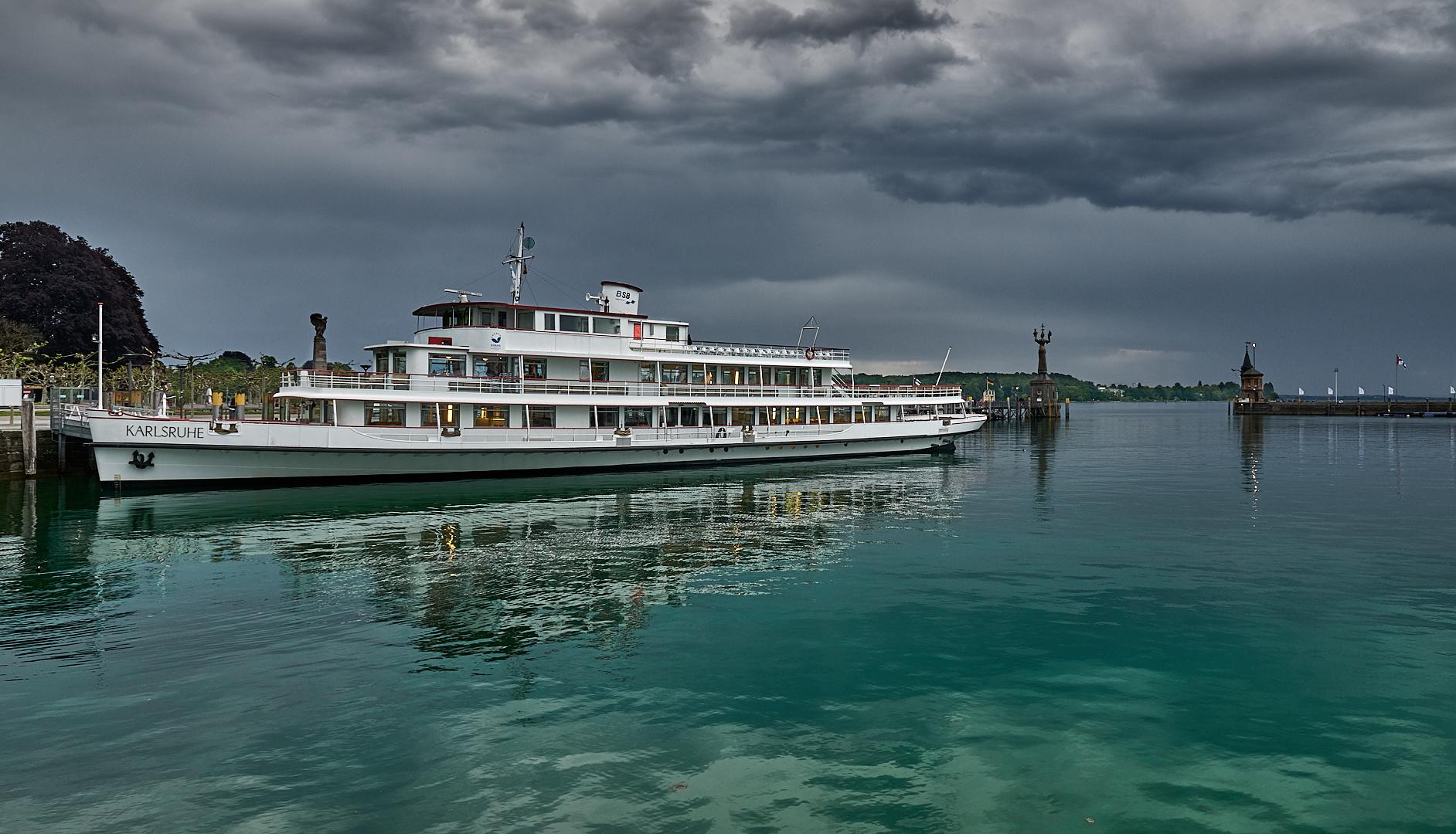 Eine beeindruckende Gewitter-Lichtstimmung im Konstanzer-Hafen...