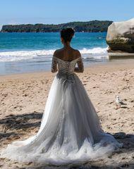 Eine Braut, die Möwe und das Meer