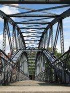 Eine Brücke verbindet...