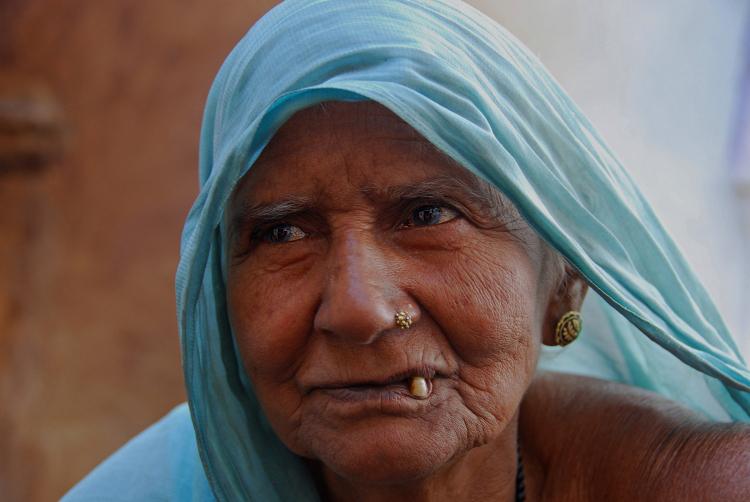 eine etwas ältere Frau