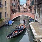 Eine Fahrt mit der Gondel durch Venedig