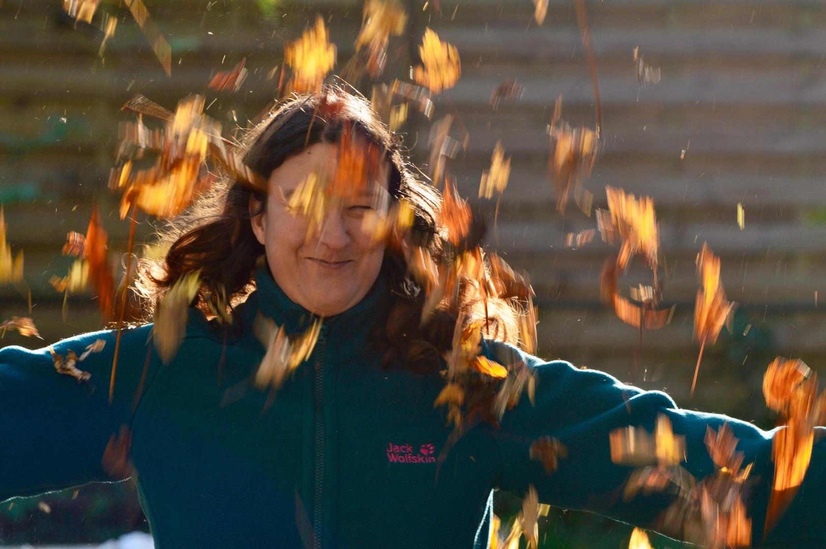 Eine Frau im Herbst.