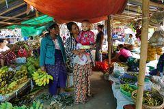 ...eine freudige Begegnung auf den kleinen Markt...